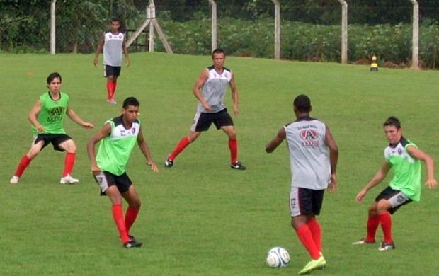 Jogadores do Águia Negra treinam para enfrentar o Ivinhema (Foto: Divulgação/Águia Negra)
