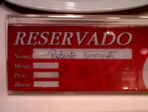 Placa reservado restaurante roberto Dinamite vasco (Foto: Edgard Maciel de Sá / Globoesporte.com)