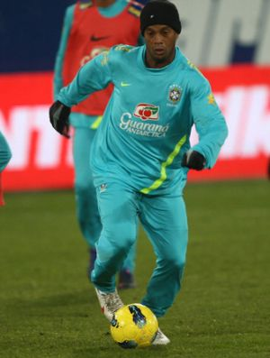 Ronaldinho no treino da Seleção na Suíça (Foto: Mowa Press)
