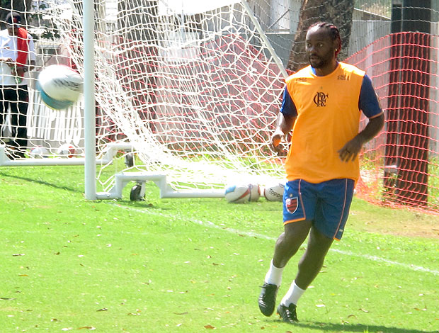 Vagner Love no treino do Flamengo (Foto: Janir Junior / GLOBOESPORTE.COM)