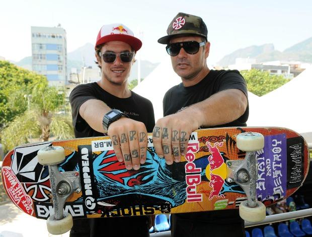 Pedro Barros e seu pai skate  (Foto: Alexandre Durão/Globoesporte.com)