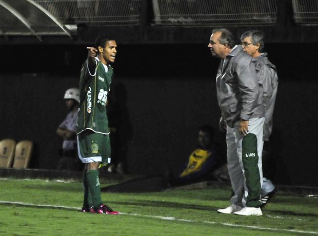 Fabinho e Vadão conversam durante partida do Bragantino (Foto: Rodrigo Villalba / Memory Press)
