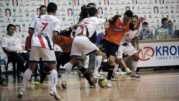 692539000b Joinville vence o Carlos Barbosa na decisão da Superliga de Futsal (Foto   Zerosa Filho
