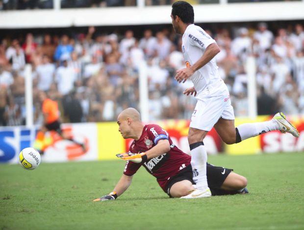 Ibson toca por baixo de Julio Cesar e faz 1 a 0 Santos (Foto: Marcos Ribolli / Globoesporte.com)