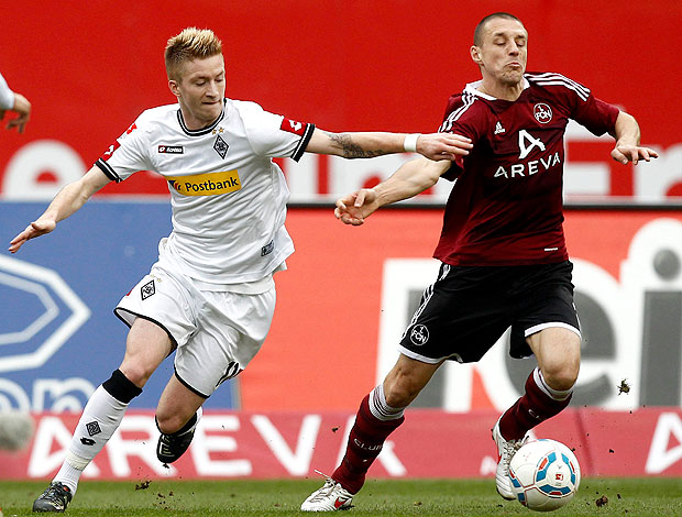 Marco Reus do Borussia Moenchengladbach na partida contra o Nuremberg (Foto: Reuters)