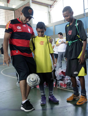 José Aldo na Maré (Foto: Fernando Azevedo / Flamengo)