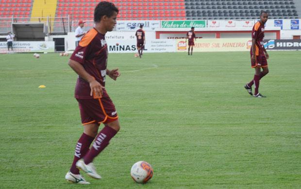Meio-campo Olívio, volta a ter chances no Boa Esporte improvisado na lateral. (Foto: Tiago Campos / Globoesporte.com)