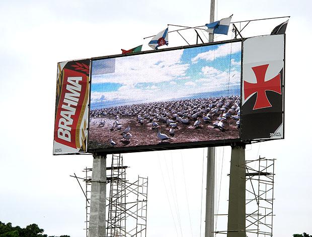 novo placar eletrônico em São Januário em teste (Foto: Rafael Cavalieri / GLOBOESPORTE.COM)