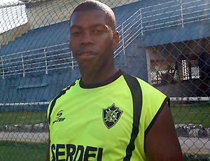 Roni, lateral do Vitória-ES (Foto: Bruno Marques/Globoesporte.com)