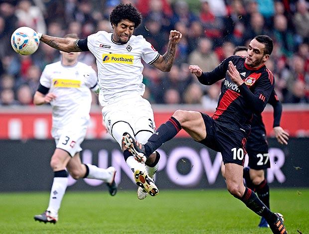 Renato Augusto no jogo do Bayer Leverkusen contra o Moenchengladbach (Foto: AP)