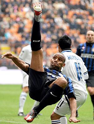 Maicon na partida do Inter de Milão contra o Atalanta (Foto: AFP)