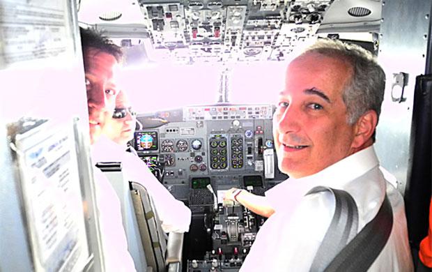 luigi presidente inter bolívia avião libertadores (Foto: Alexandre Lops/Divulgação Inter)