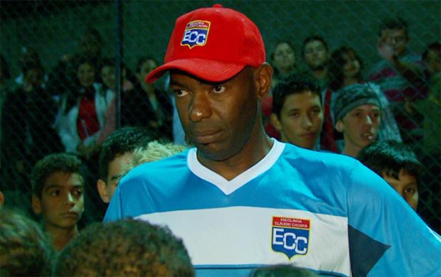 Zagueiro Cláudio Caçapa inaugura escola e encerra a carreira (Foto: Reprodução EPTV)
