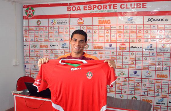 Lateral Lorran é o 7º reforço do Boa Esporte em 2012 (Foto: Tiago Campos/GLOBOESPORTE.COM)