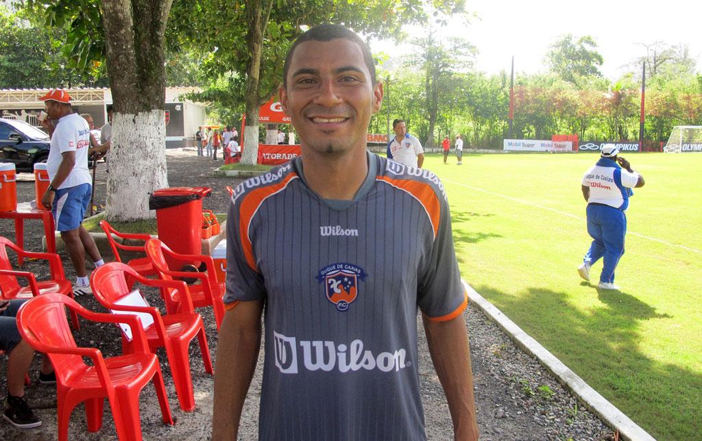 Após chuteira de Ronaldinho, Rodrigues revê craque em jogo-treino | globoesporte.com