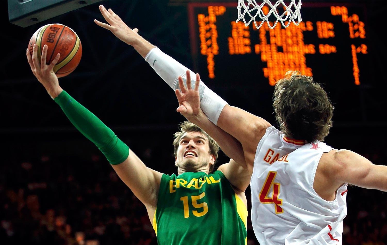 Brasil derruba Espanha no basquete e ganha de prêmio estrada mais dura  aa71fbc76daa2