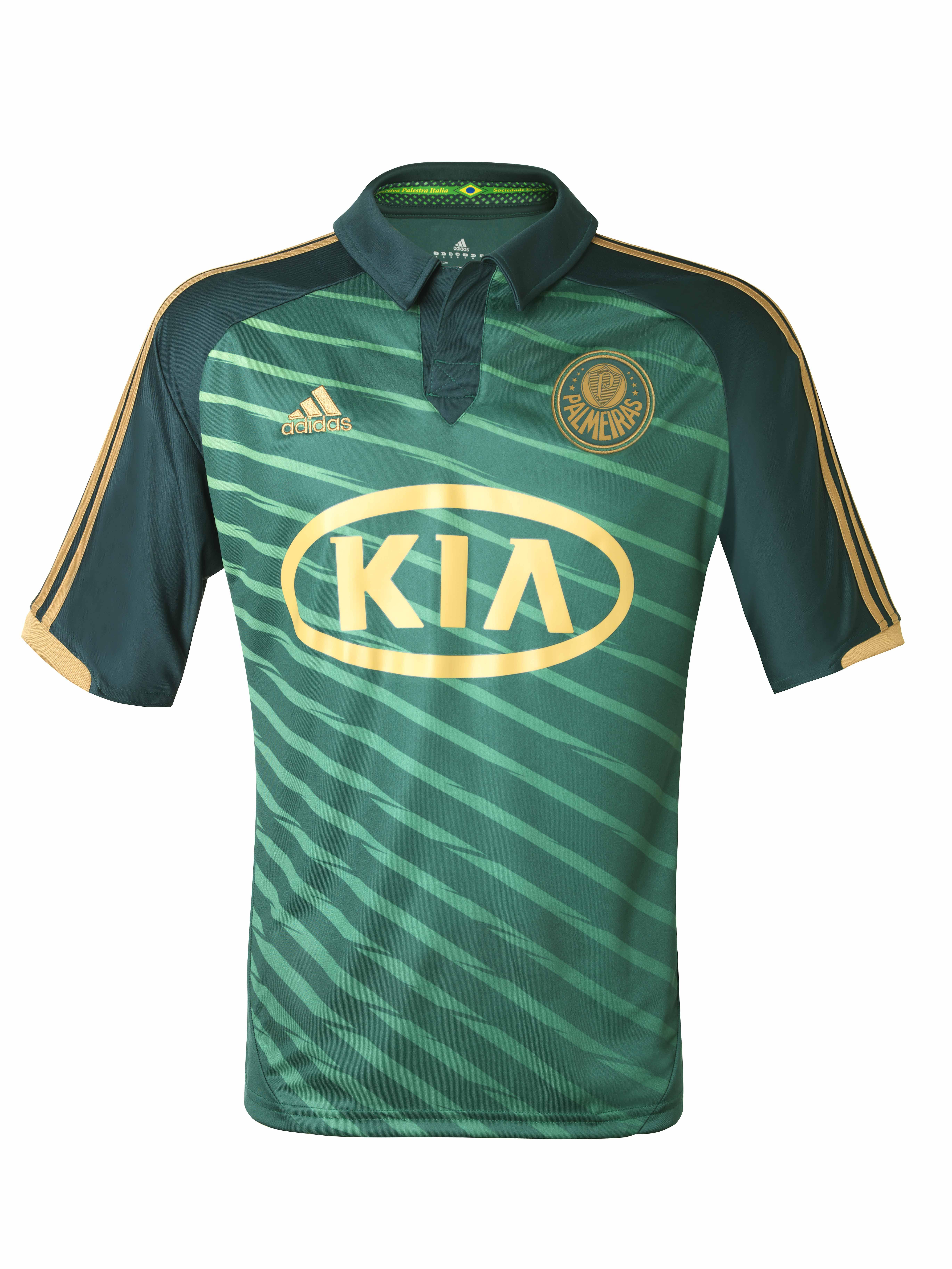 Palmeiras revela terceira camisa com Barcos como modelo ... b42a7c5960a42
