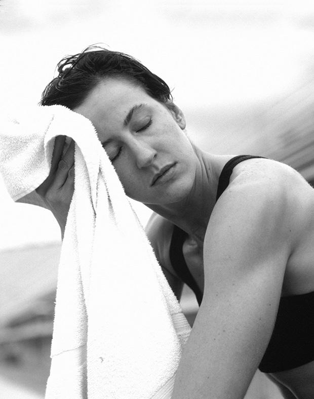 Exercícios no calor: entenda a função do suor e a importância da hidratação - eu atleta