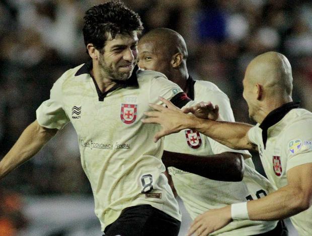 Curtinha  Vasco estreia sua nova terceira camisa contra o Criciúma ... db8dd8bc3df33