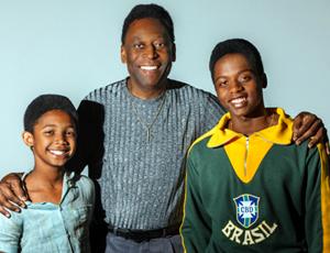 Rei do Futebol na telona, volante diz: 'Todo mundo sonha ser Pelé. Eu fui'