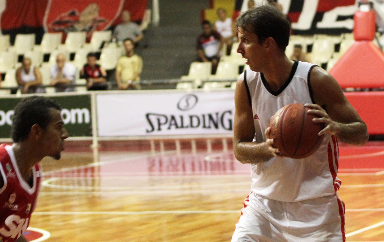 http://s.glbimg.com/es/ge/f/original/2014/01/13/bas_marcelinho_flaimagem_marcoaurelio.jpg