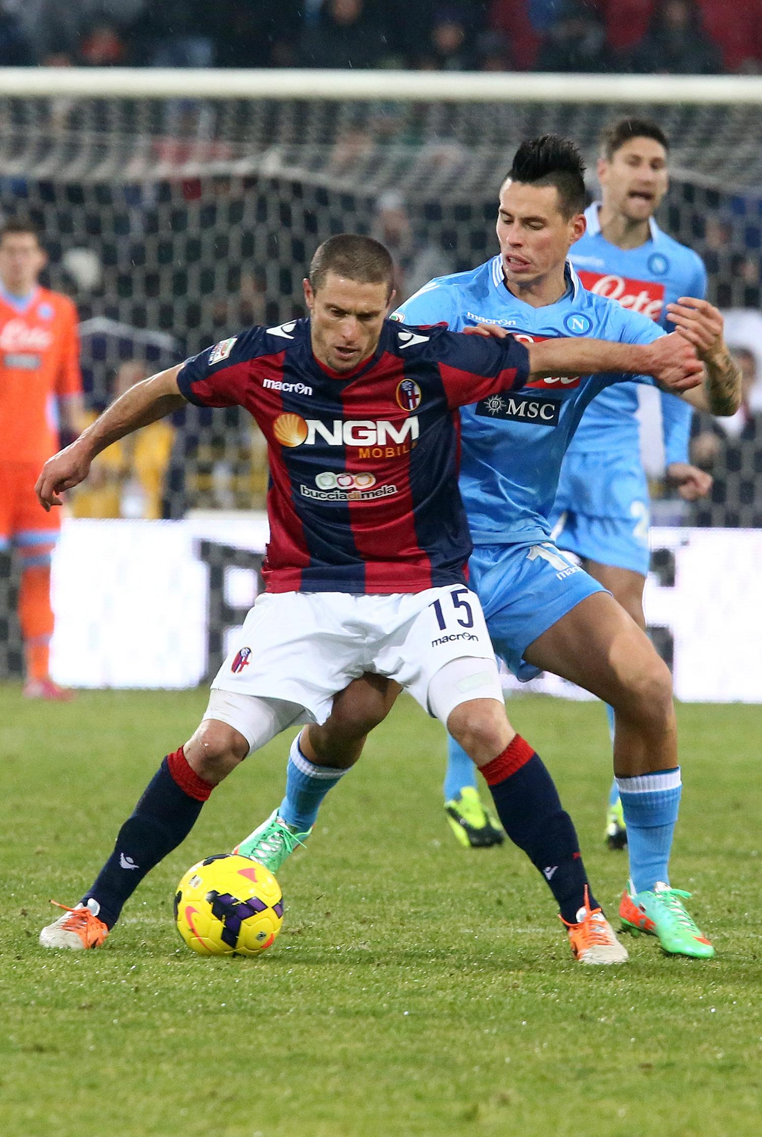 Napoli anuncia brasileiro, mas cede empate para o Bologna. Inter perde