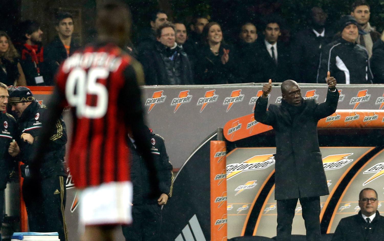 Seedorf resgata alegria de Robinho e Balotelli e é ovacionado pela torcida
