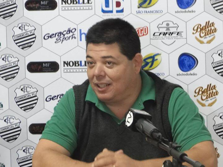 Vice do Comercial defende Lacerda e 'lembra' oposição que existe eleição