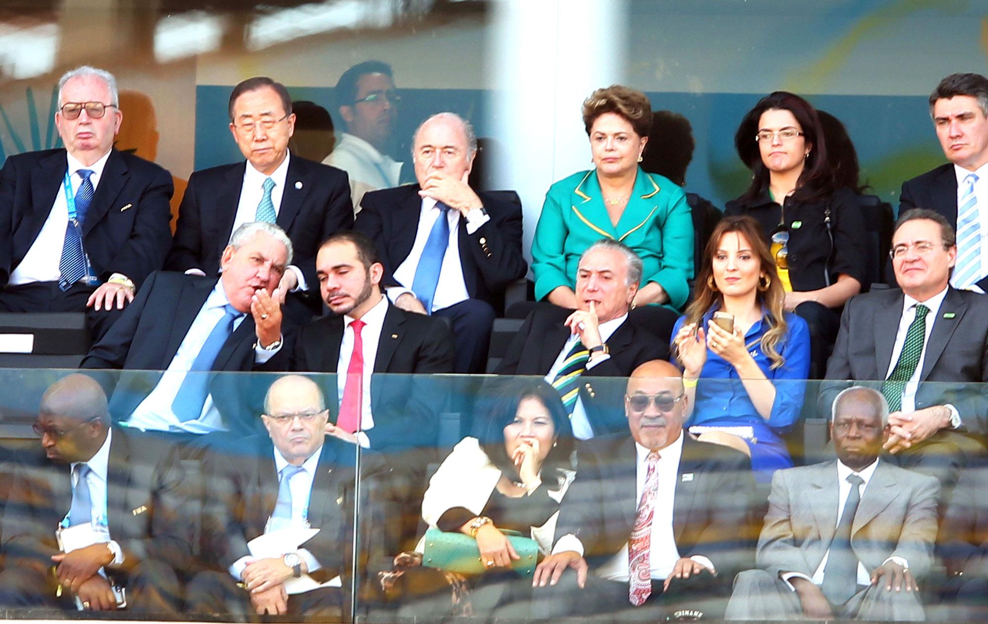 Dilma é hostilizada durante abertura da Copa do Mundo em São Paulo