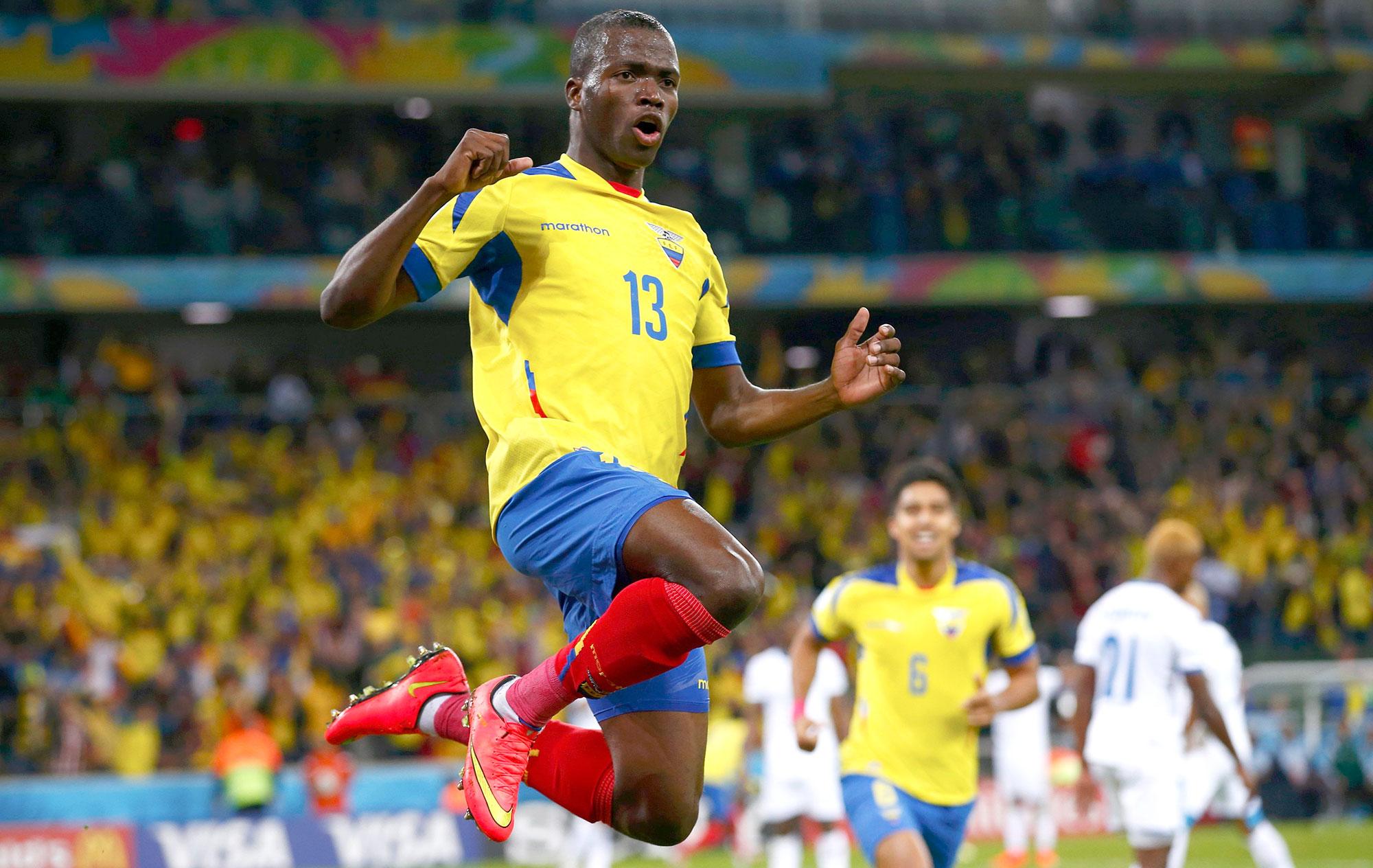 Autor de trªs gols na Copa do Mundo Enner Valencia fecha West
