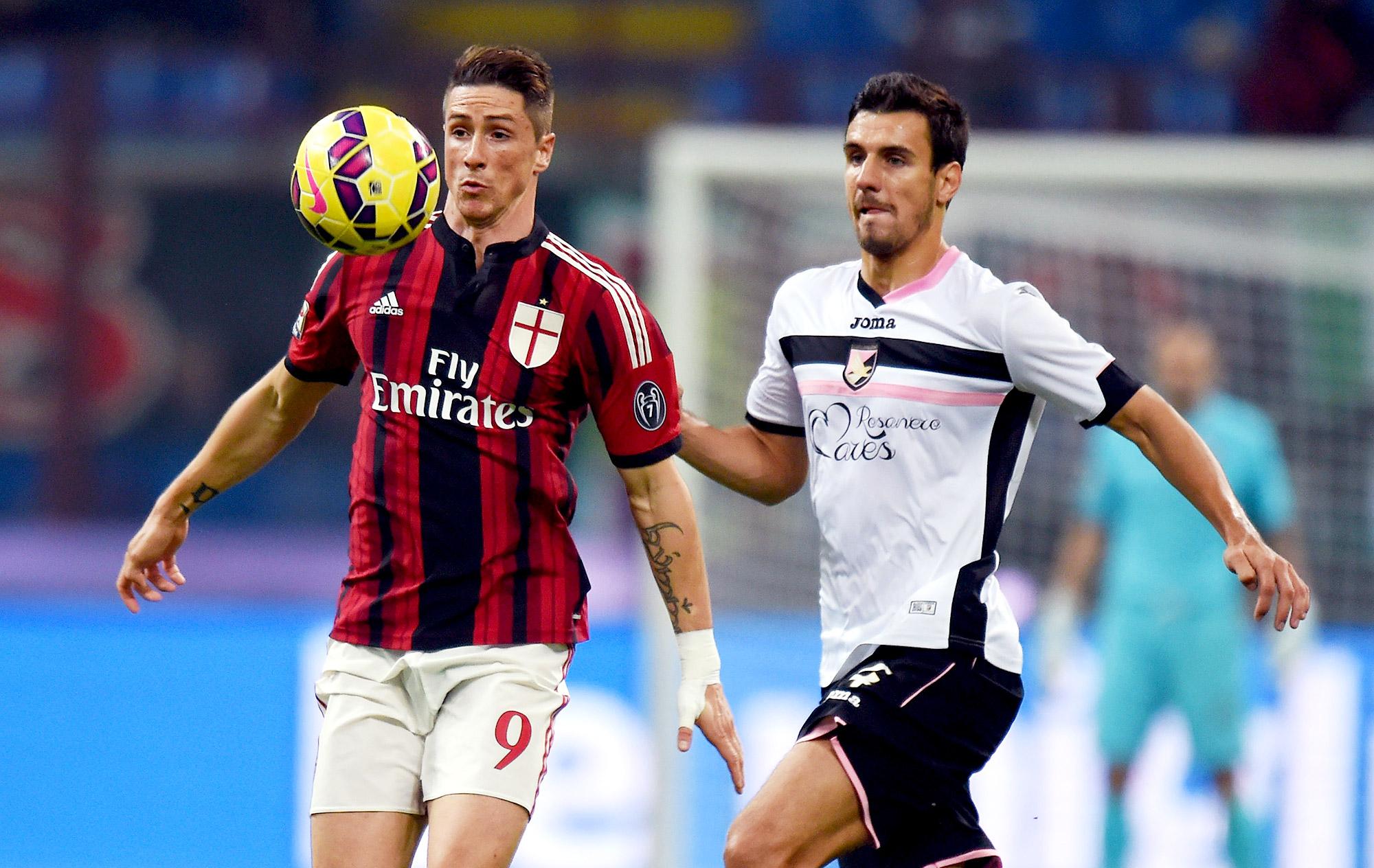 """Com zagueiro """"vilão"""", Milan apaga no San Siro e perde para o Palermo"""