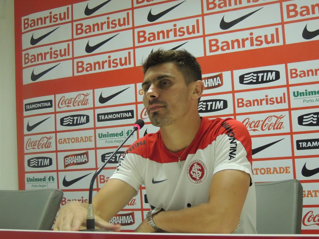 Alex não vê mala branca irregular e diz que 1ª conquista foi superar o Grêmio