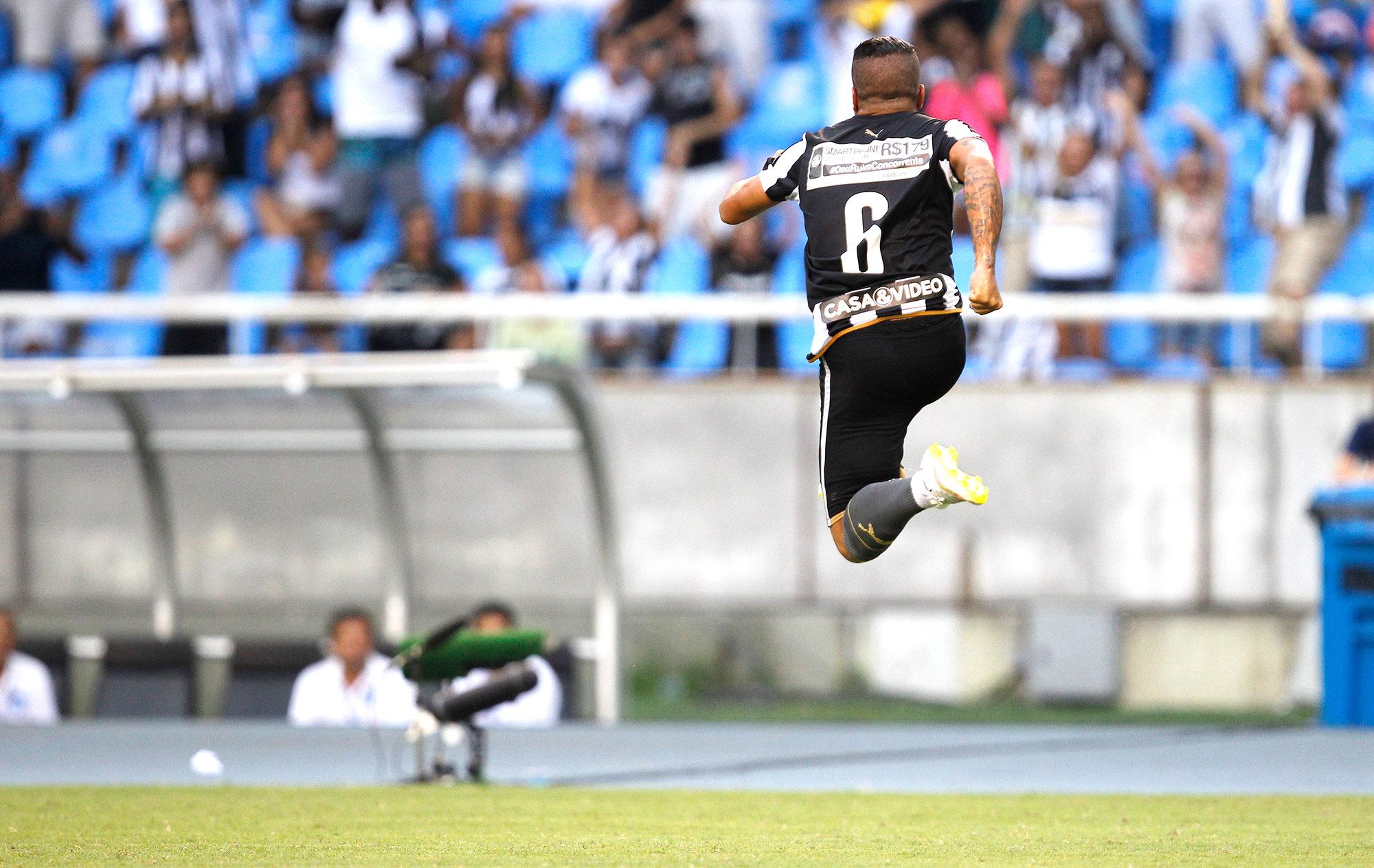 882b558ee4 Botafogo passa sufoco