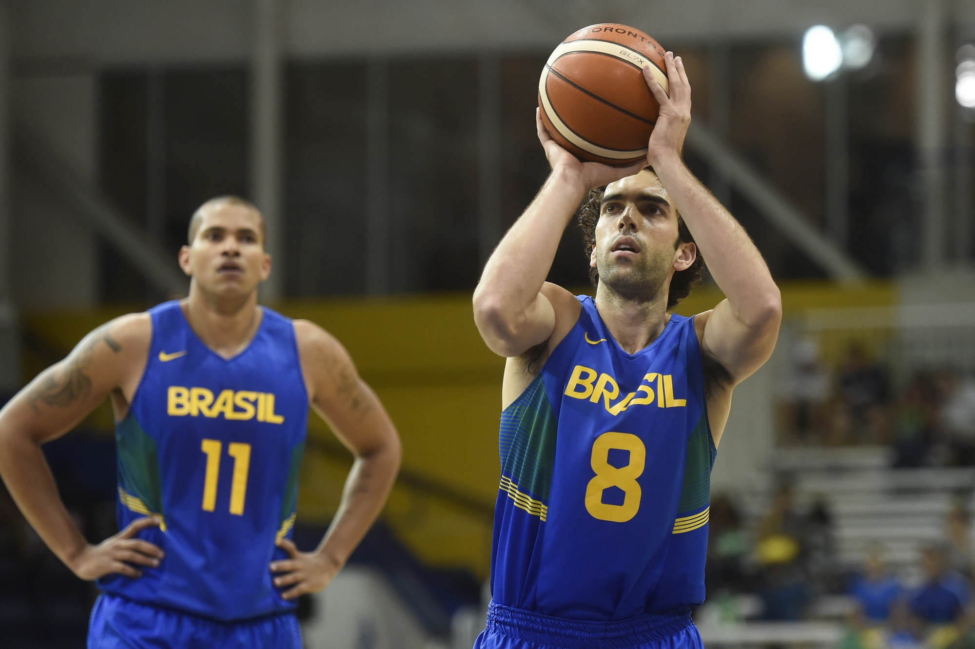 Dupla comanda vitória sobre EUA no basquete  Brasil avança em primeiro 72ea4b4fca486
