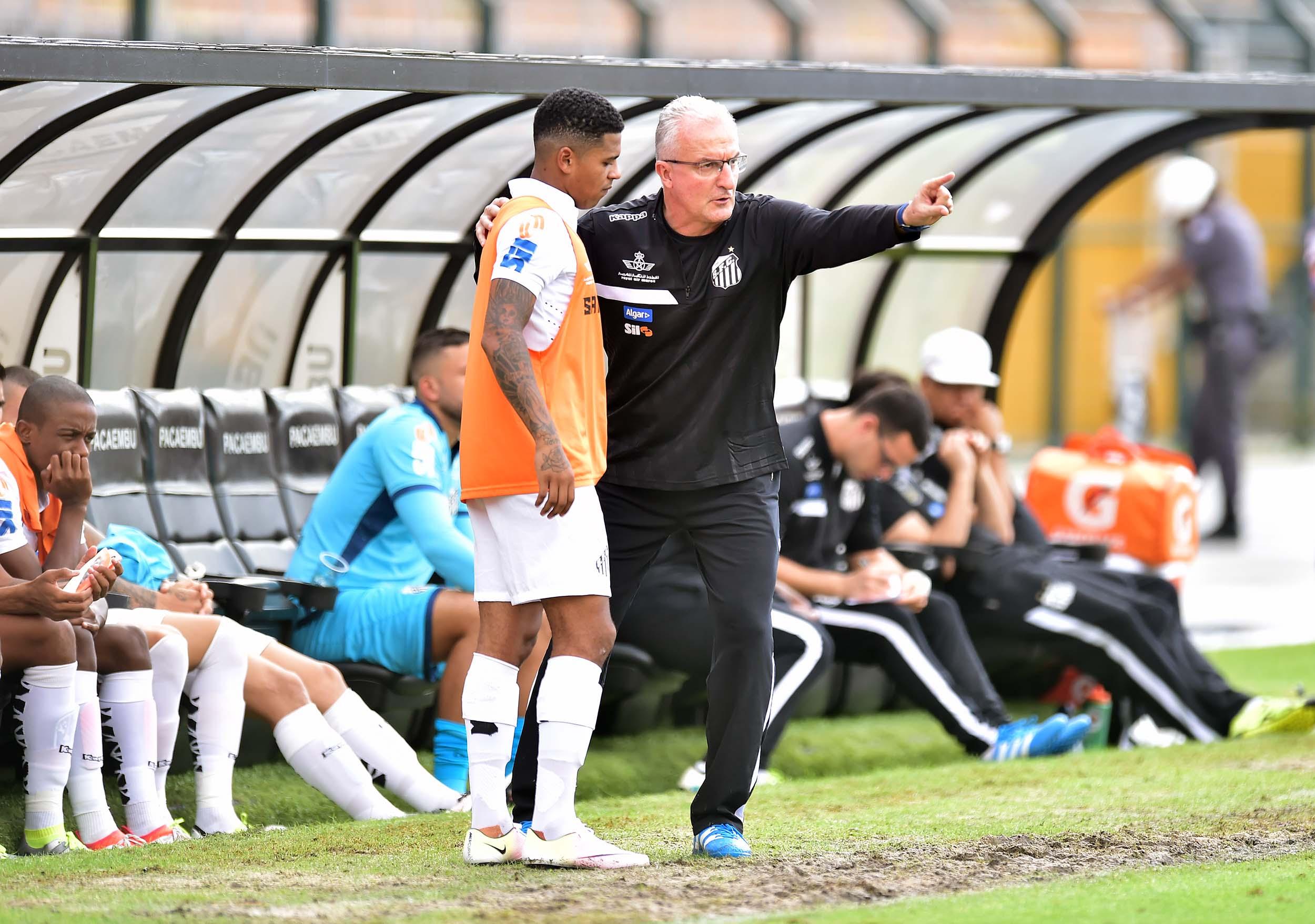Dorival lamenta sumiço de Diogo Vitor no Santos