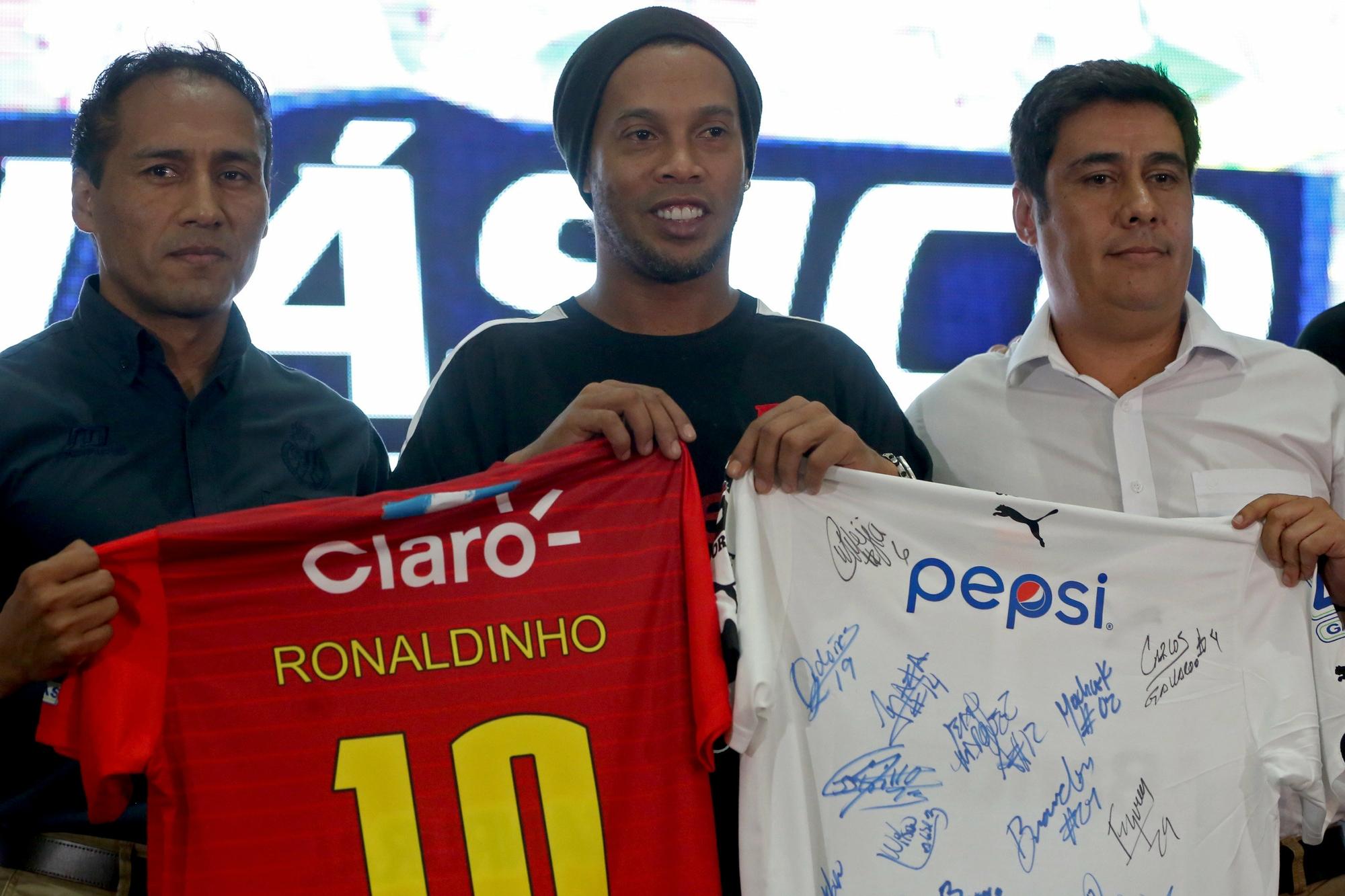 Ronaldinho jogará torneio de futsal na Índia ao lado de Giggs e Crespo f168f7a45203a