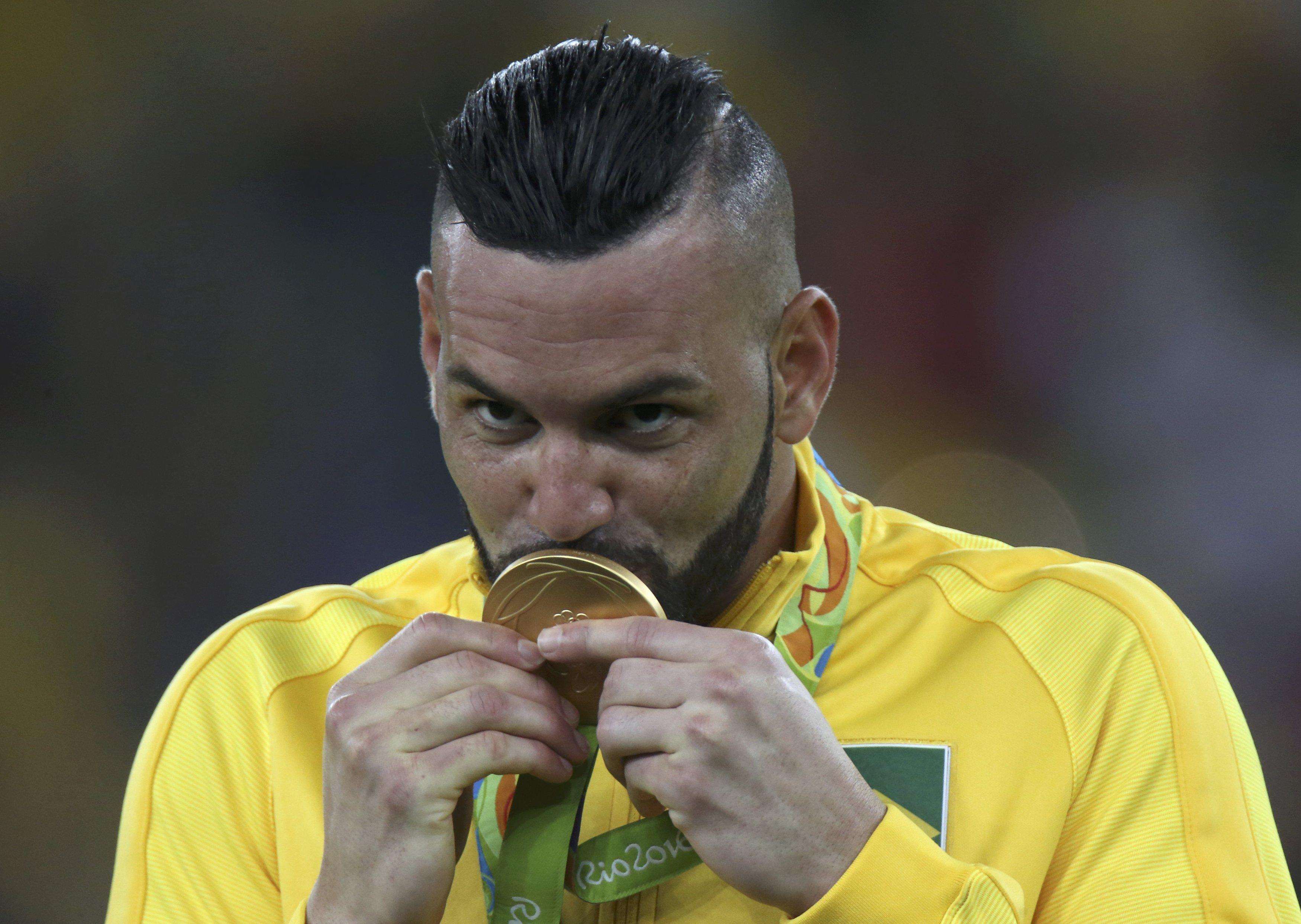 8e62b8296a Weverton é 2º acreano a conquistar medalha de ouro e faz sucesso na web