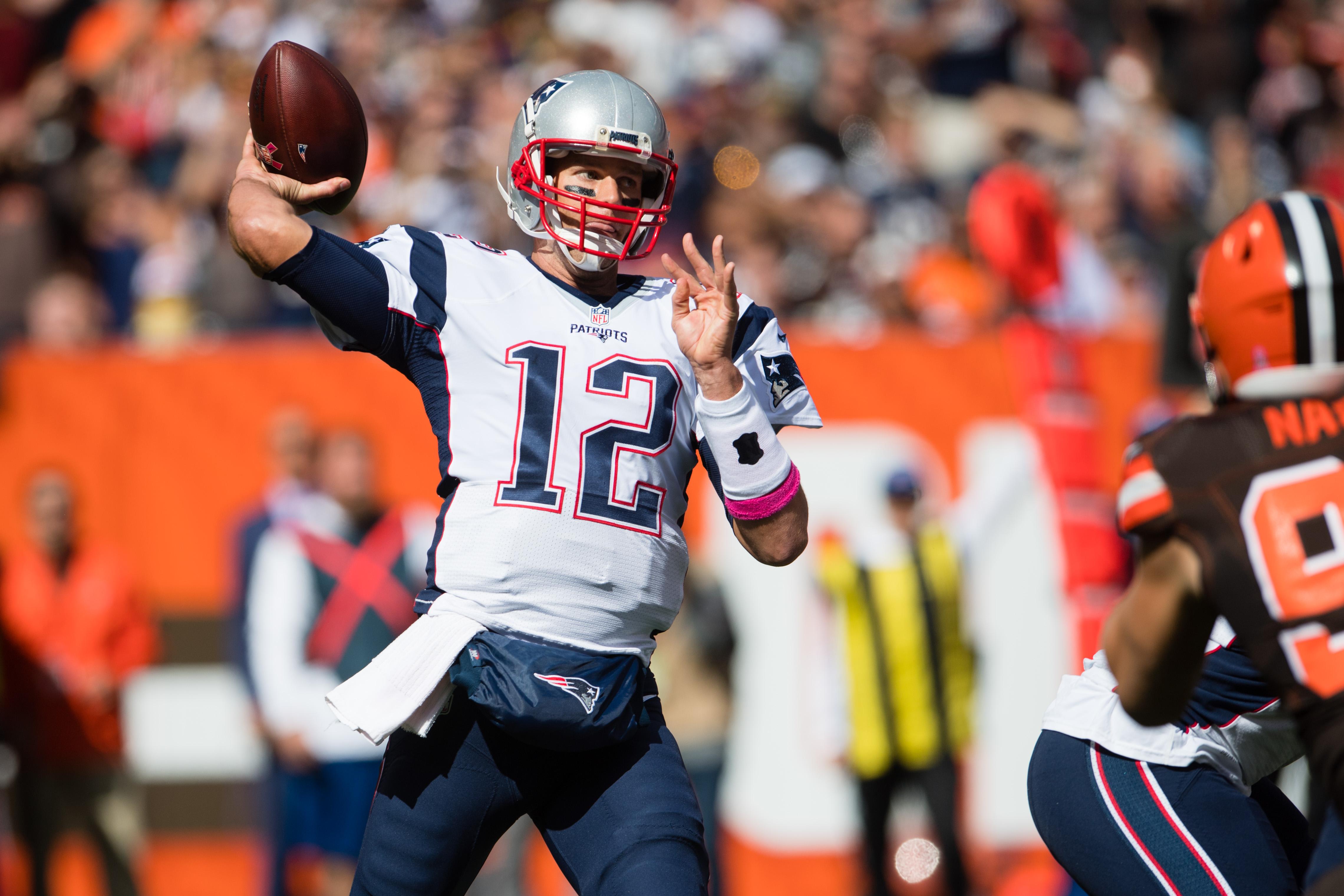 Tom Brady é ovacionado na volta de suspensão e lidera vitória dos Patriots 53abbeed437d4