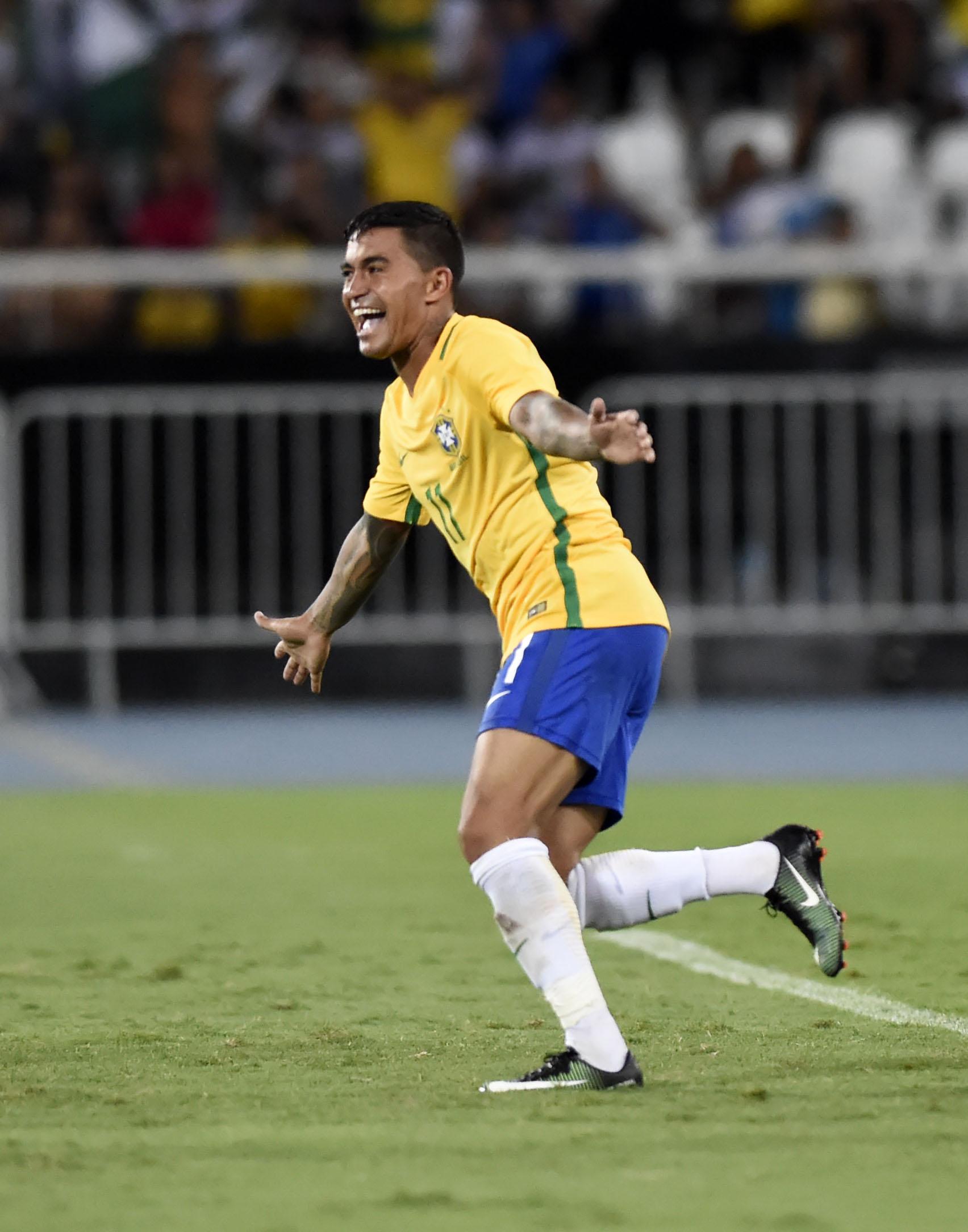 Amistoso mudou ideia de Tite sobre posição de Dudu na seleção brasileira 6084aa80d998c