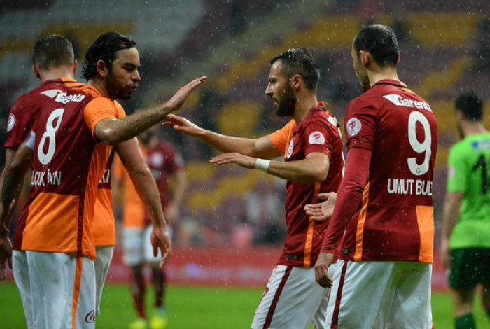 BLOG: Com gol contra de brasileiro, Galatasaray empata e vai à semi da Copa da Turquia
