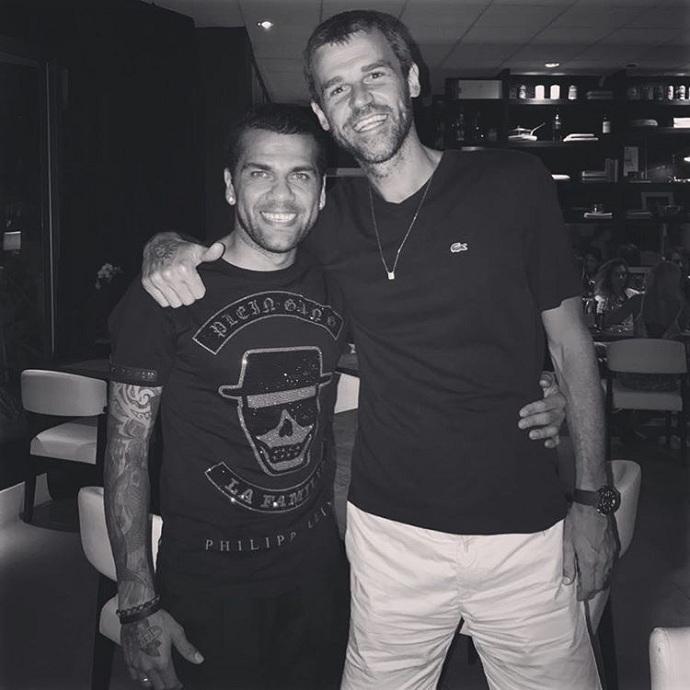 """BLOG: Daniel Alves registra encontro com Guga: """"Deveria existir mais ídolos como você"""""""