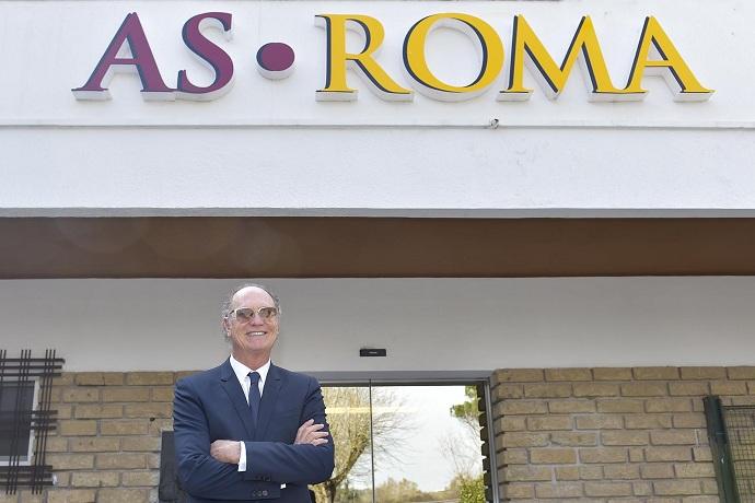 BLOG: Antes de lançamento de documentário, Falcão visita CT do Roma e posa com Totti