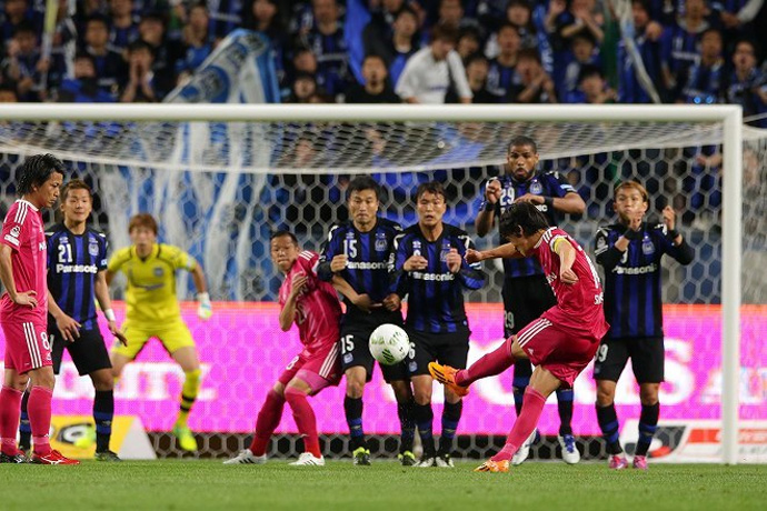 BLOG: 'Novo' Marinos vence com gol de falta de Nakamura; Urawa vira líder na J1