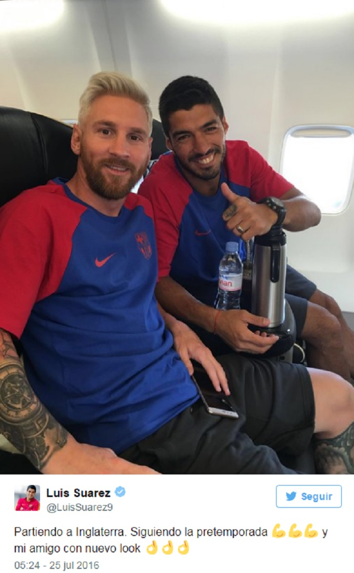 BLOG: Suárez posa com Messi em avião e brinca com novo visual do craque do Barcelona