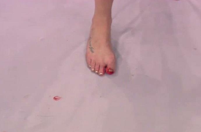 BLOG: Cyborg deixa octógono com dedo do pé sangrando, mas castiga olho da russa