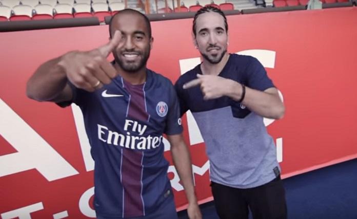 BLOG: Ao som do Grupo Revelação, Lucas Moura tira onda com estrela do futebol freestyle