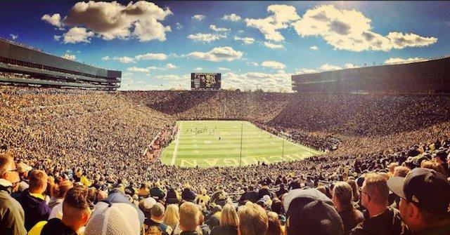 BLOG: O espetáculo do futebol americano universitário