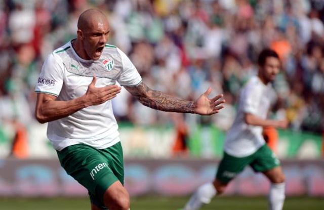 """BLOG: Ex-Bahia """"pede música"""" e detona time de Roberto Carlos na Turquia"""
