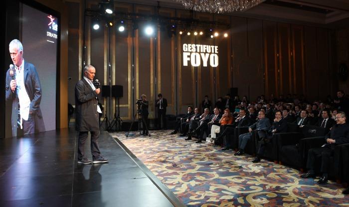 BLOG: Em Xangai, Mourinho badala anúncio de parceria entre empresário e cia. chinesa