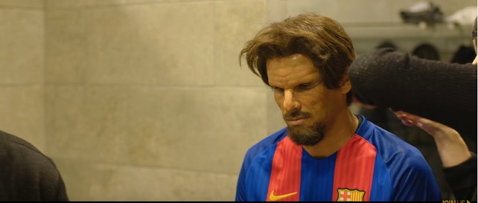 BLOG: Roberto da Silva? Com disfarce, Rivaldo surpreende fãs em pelada do Barcelona